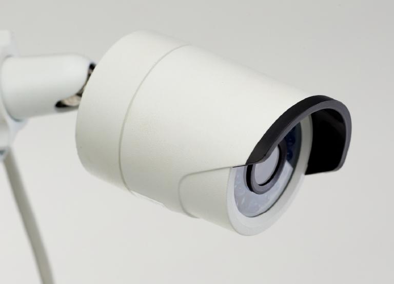 ① 防犯カメラや監視ミラーなどの設置のご提案